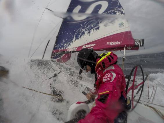 Med revad stor möter tjejerna på Team SCA Södra Oceanens iskalla vatten och snö.