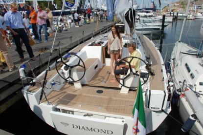 Solaris One 37 är nominerad i Storbåts-/lyxklassen trots att hon bara är 37 fot och skall mätas mot 45 respektive 55 fot. Dessutom skiljer det en del i pris också – du får fyra Solaris One 37 för en Hallberg-Rassy 55, och pengar över.