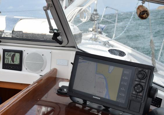Till vänster i bild syns det trådlösa vindinstrumentet GNX.