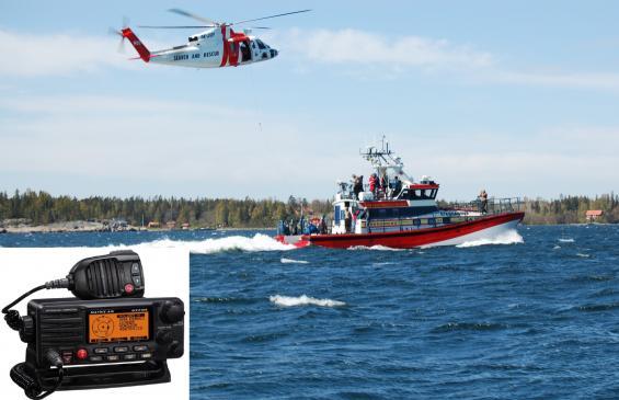 Alla moderna VHF-radioapparater haren röd nödknapp under ett litet lock. Den kallas för \