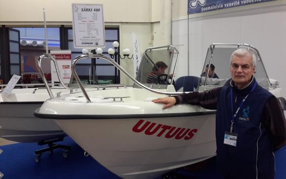 Jari Lähteenoja driver företaget Särki Oy med sin son. 30 till upp emot 50 båtar kan de hinna med under ett år.